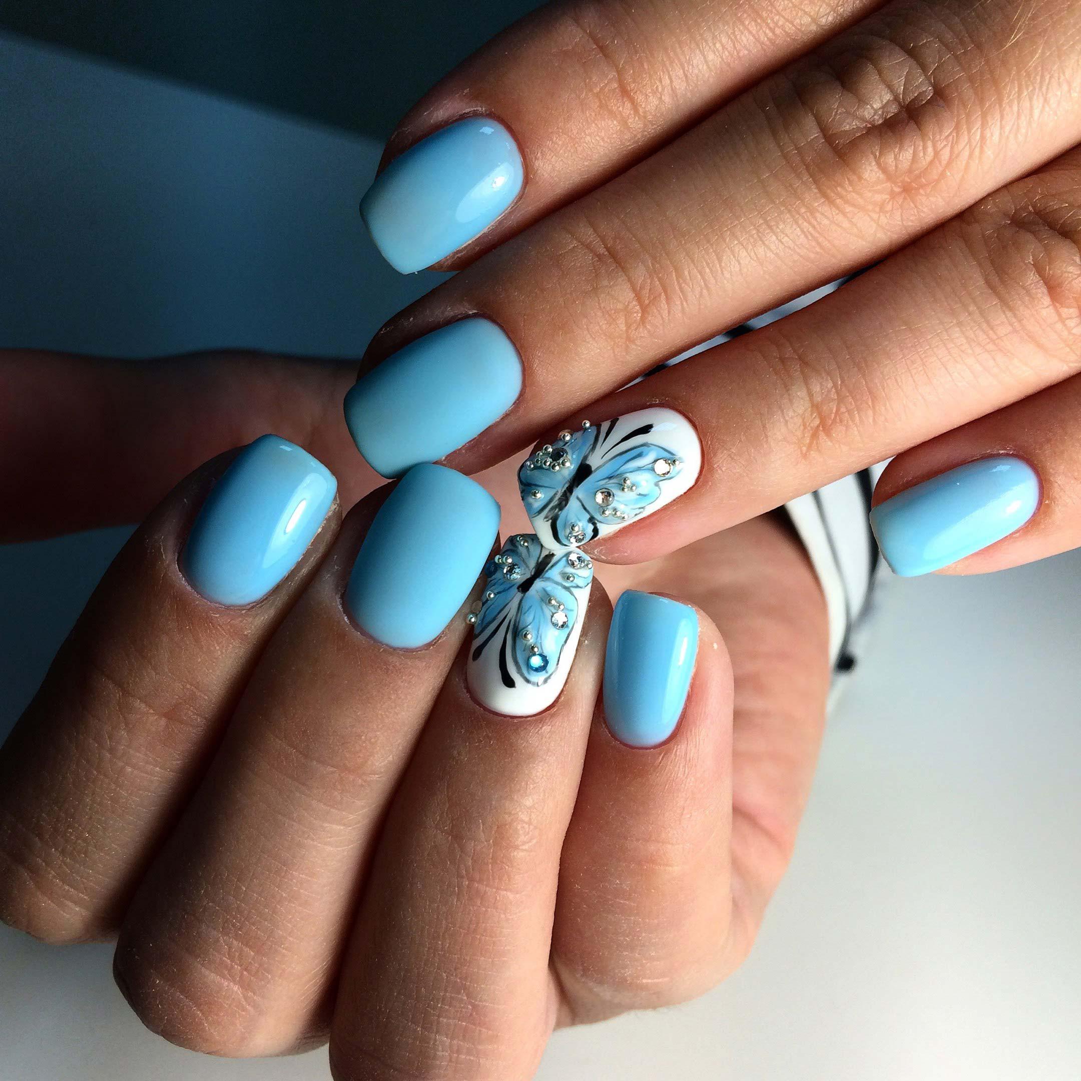 Дизайн на голубом гель лаке 72