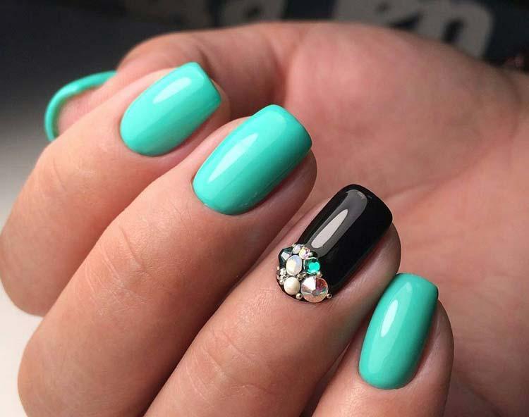 Фото накрашенных ногтей гель-лаком бирюзовый