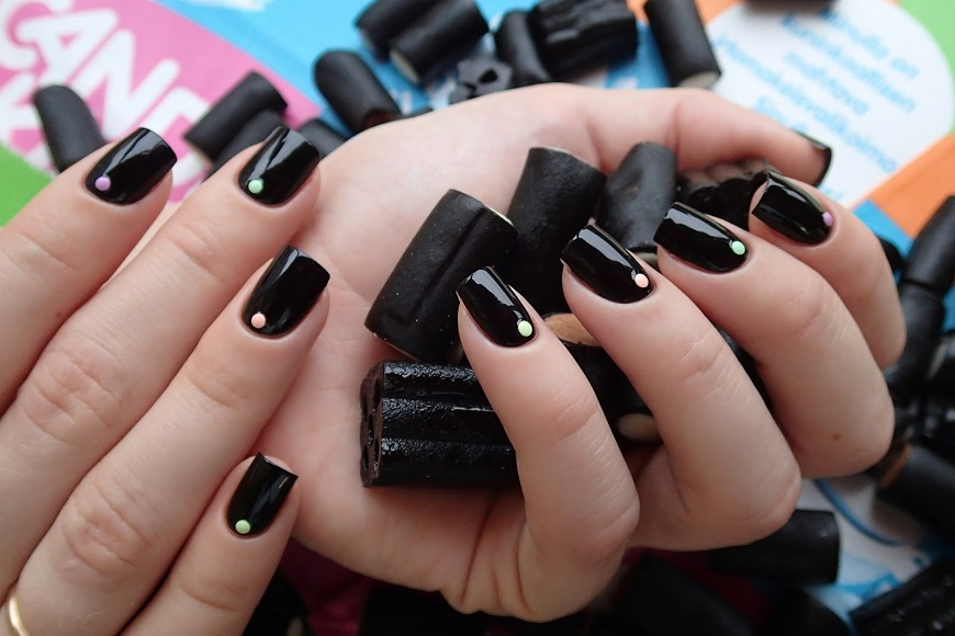Фото дизайна ногтей черного цвета
