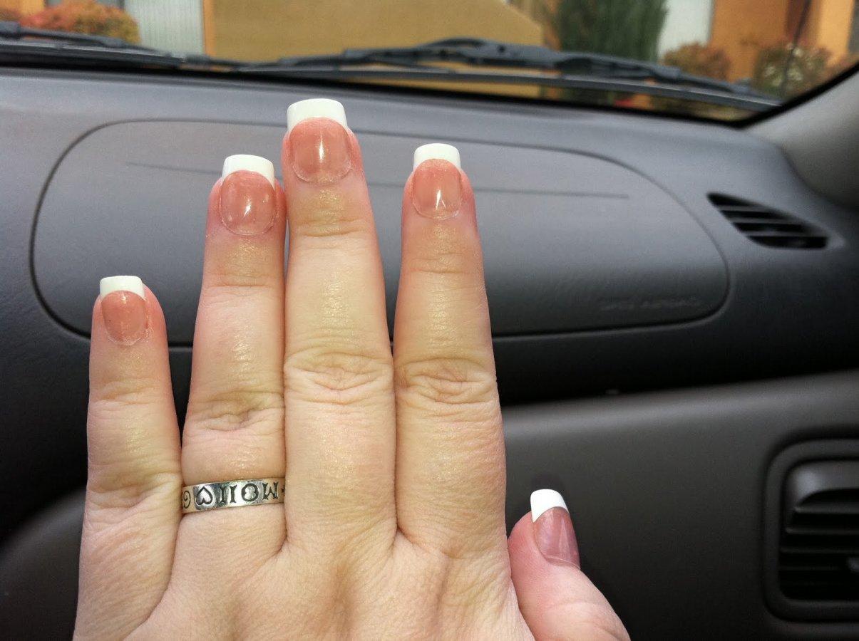 ногти на толстые пальцы фото находится под