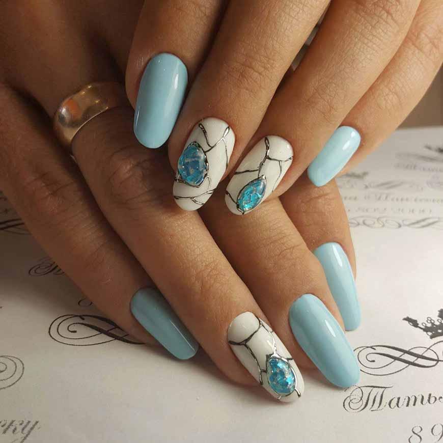 Голубой лак на короткие ногти фото