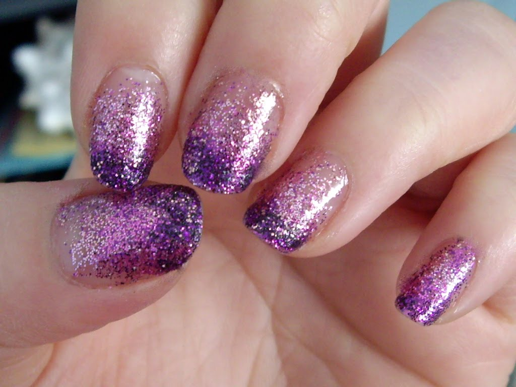 Рисунок с блестками на ногтях гель лаком, днем