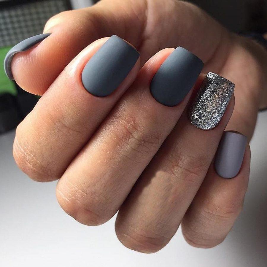 Фото ногтей серого цвета