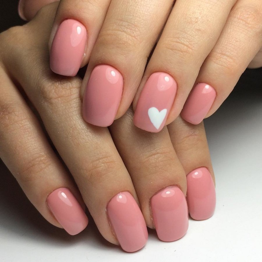 Светло розовый маникюр фото